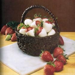strawberries+in+chocolate+basket1
