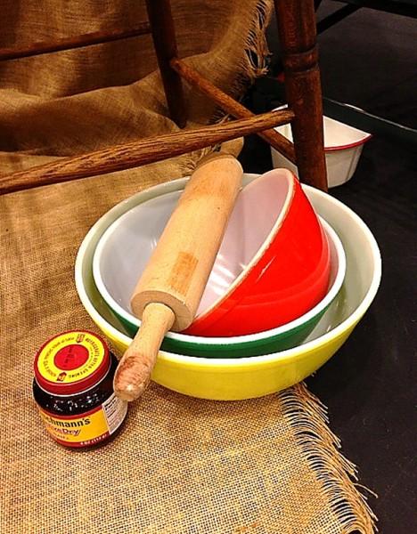 Bread vintage bowls with yeast jar