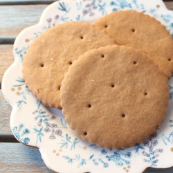Ginger cookies on wedding plate