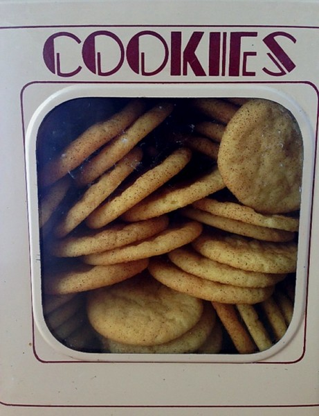Snickerdoodles in cookie tin close up