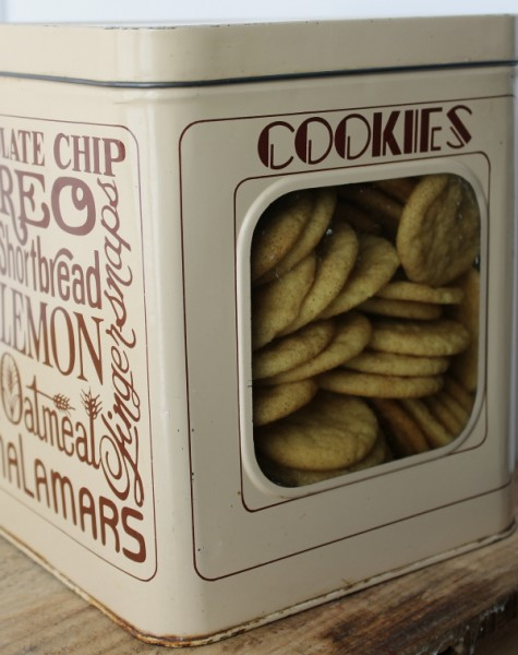 Snickerdoodles in whole cookie tin