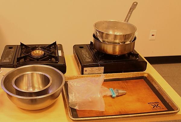 Yule log set up pans