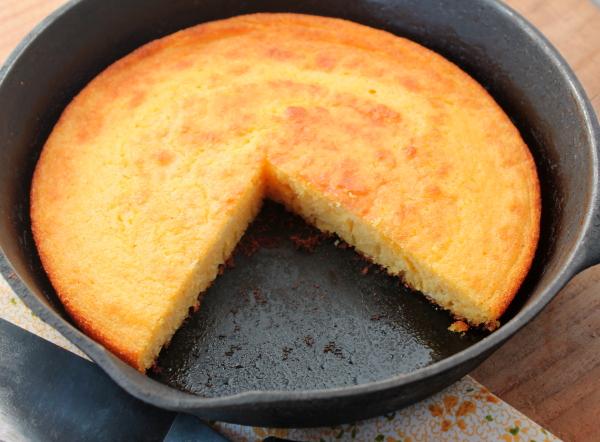 Cornbread cast iron sliced in pan
