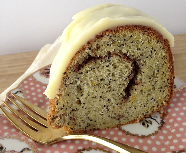 Poppyseed cake slice iced 2