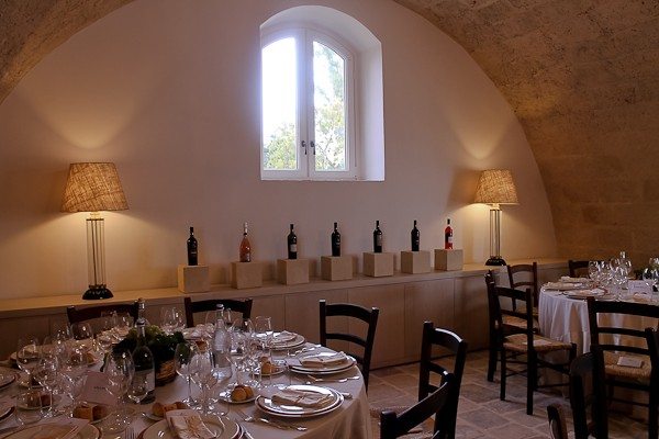 Altemura dining room with wines