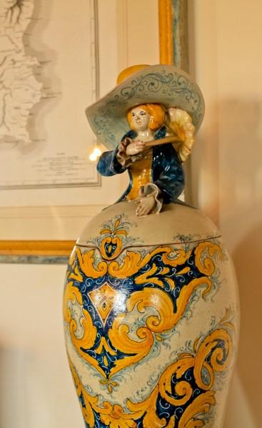 Butera vase with man