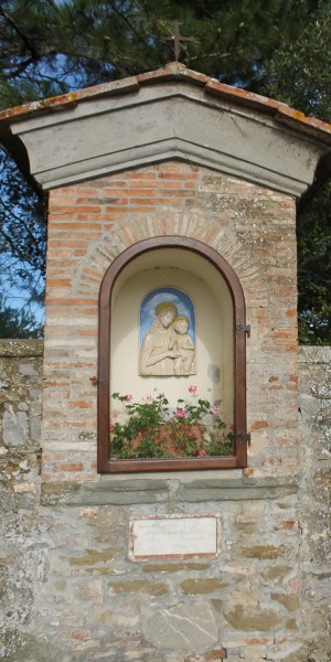 Tuscany Mary at entrance