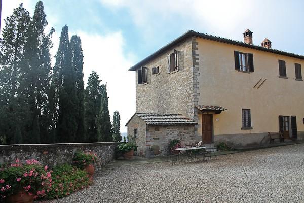 Tuscany exterior entry 1