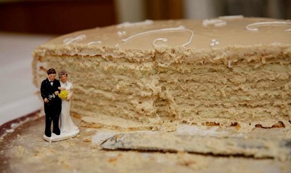 Wedding-cake-cut