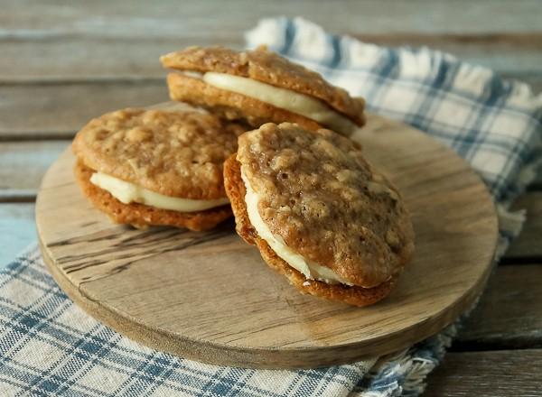 Apple sandwich cookies