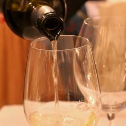 Lecce wine pouring