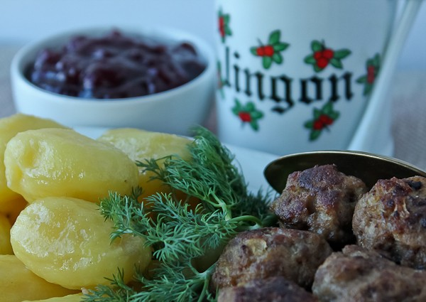 Meatballs potatoes and lingonberry platter