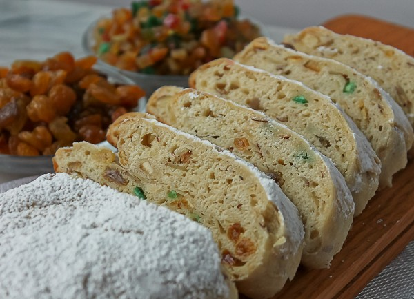 stollen cut with fillings