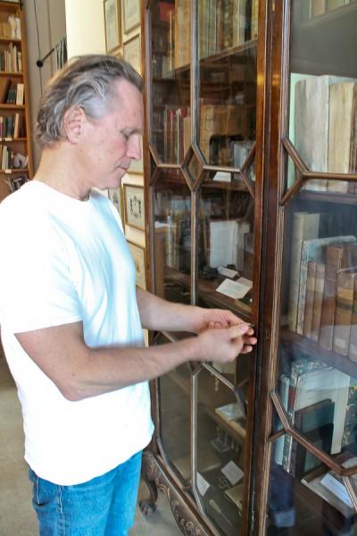 Ben unlocking glass bookcase