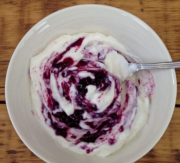Queen's jam in yogurt