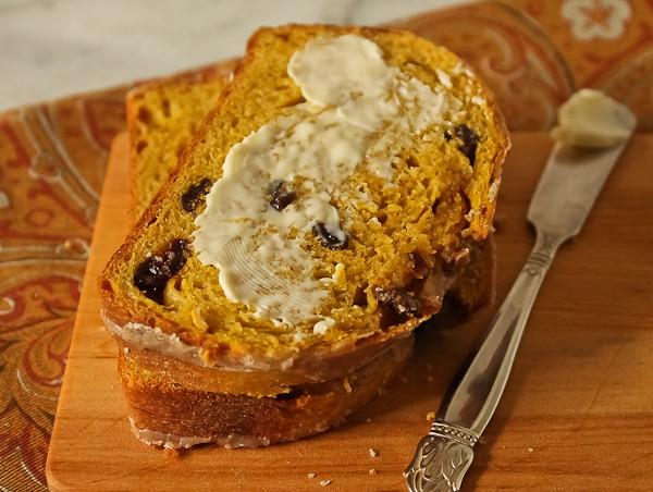 Pumpkin yeast bread slice