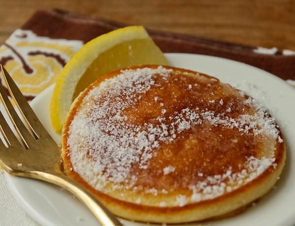 Scottish pancake with lemon